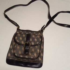 Dooney & Bourke crossover bag- vintage